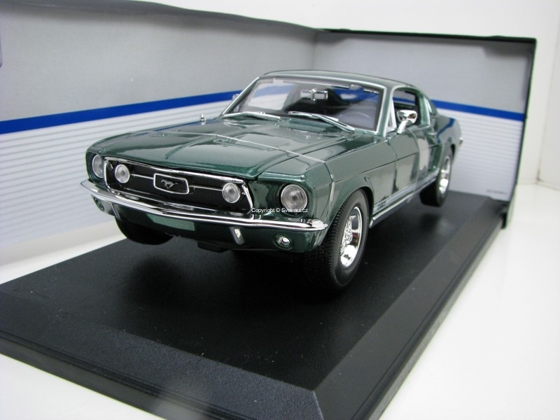 Ford Mustang GTA Fastback 1967 green 1:18 Maisto